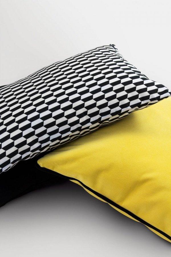 Poduszka dekoracyjna żółta z obszyciem