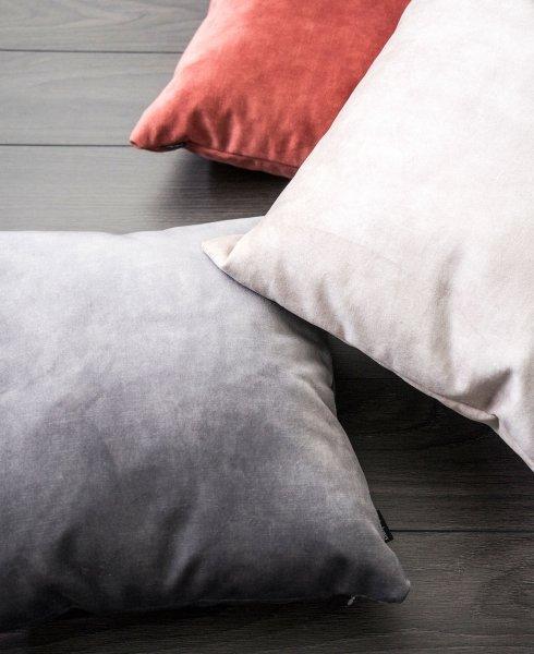 Glossy kremowa poduszka dekoracyjna 45x45