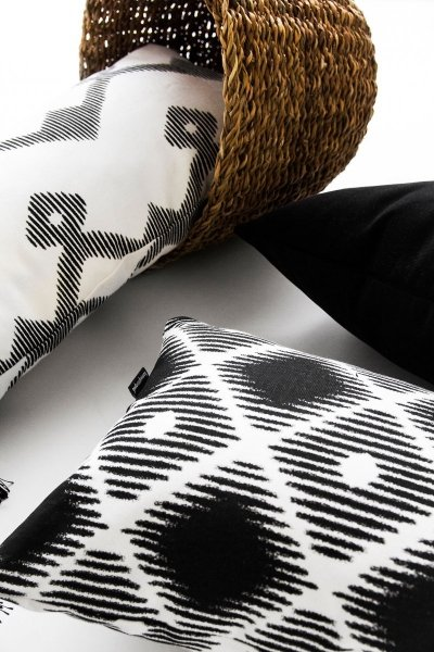 Czarno białe poduszki dekoracyjne