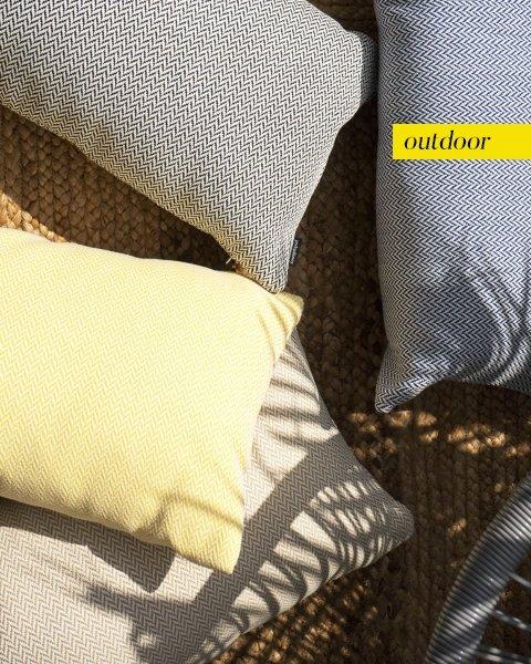 Czarna poduszka ogrodowa Malmo 50x30
