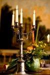 Świeczniki metalowe, Ręcznie kute. Świeczniki drewniane, często bogato rzeźbione. Świeczniki ceramiczne