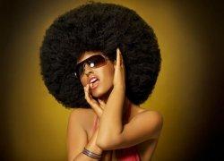 Fototapeta - Kobieta z mega afro - 254x183 cm
