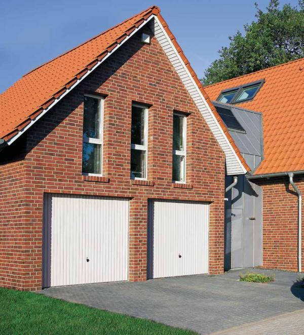 Brama uchylna N 80, 2375 x 2125, Wzór 904 Okrągłe profile Ø 12 mm, Odstęp 100 mm, kolor do wyboru