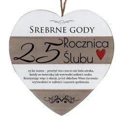 Drewniana tabliczka w kształcie serca z napisem  25 rocznica ślubu...