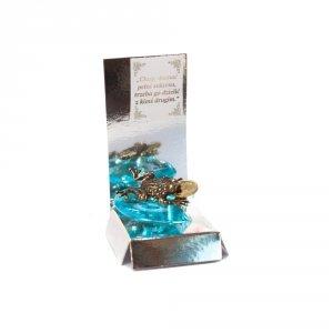 Żaba z groszem na akrylowym sercu z wierszykiem Na Sukces w ozdobnym opakowaniu