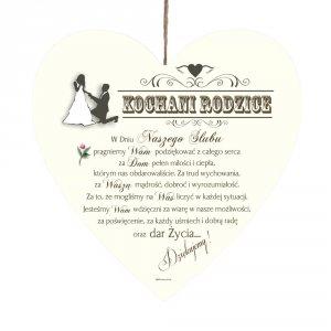 Drewniana tabliczka UV z napisem 'Kochani Rodzice w dniu naszego ślubu...'.