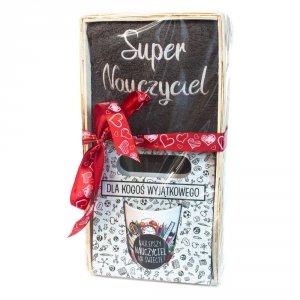 Zestaw prezentowy dla Nauczyciela - Ręcznik Super Nauczyciel + kubek z napisem Najlepszy Nauczyciel na Świecie